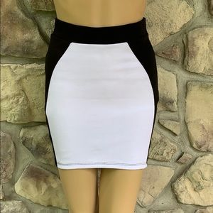💜 Charlotte Russe Body Con Skirt Size Small